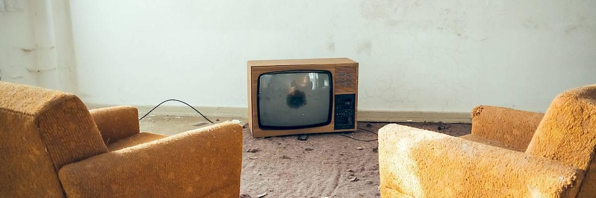 Non regaliamo la nostra TV a Berlusconi!